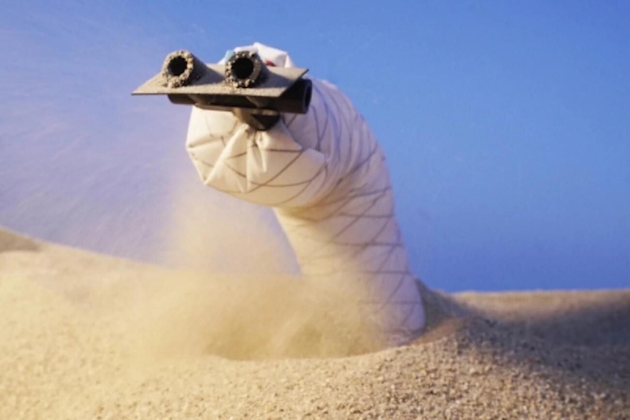 В США создали подземного робота-червя — он может ползать в песке и мягкой почве