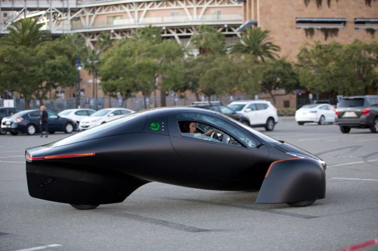 Закрывшаяся в 2011 году Aptera анонсировала трехколёсный электромобиль на солнечной энергии