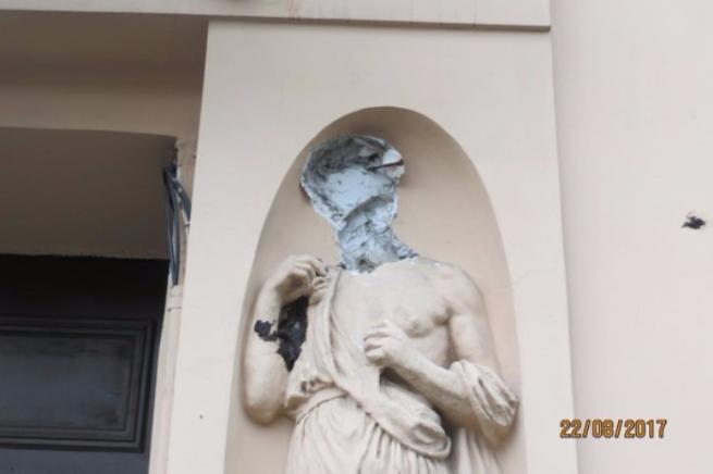 "В Питере задержали вандала, который снес голову статуе за ""дерзкий вид"""
