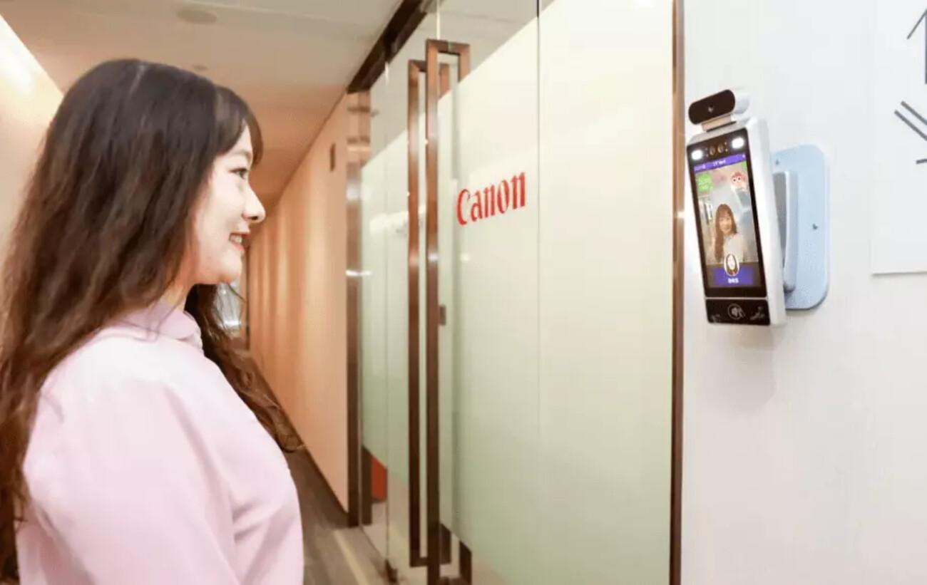 Canon установила в своём офисе в Китае «умные» камеры — они пускают внутрь только улыбающихся сотрудников