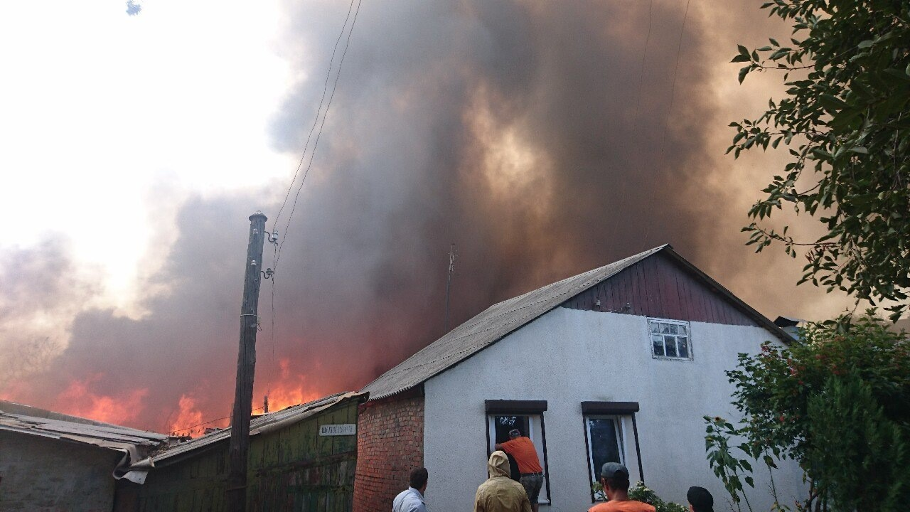 В Ростове загорелось более 12 домов в центре города