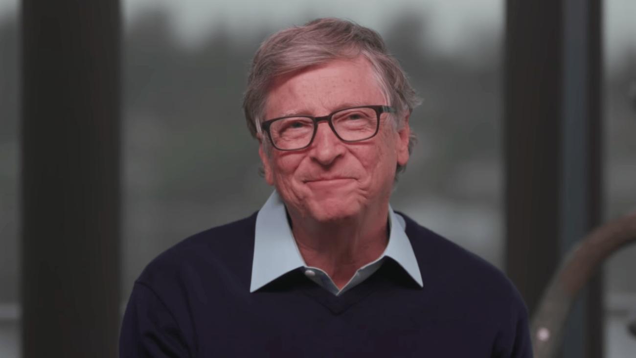 Предсказал смартфоны и видеозвонки: какие прогнозы из книги Билла Гейтса «Дорога в будущее» сбылись спустя 25 лет