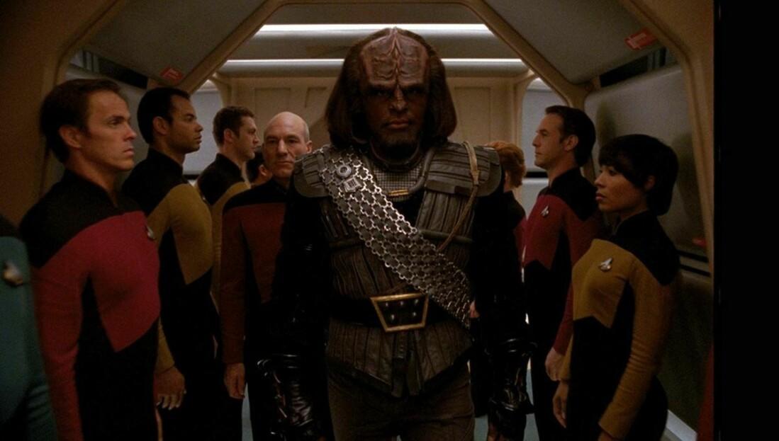 Клингон Ворф, поступивший на службу в Звёздный флот