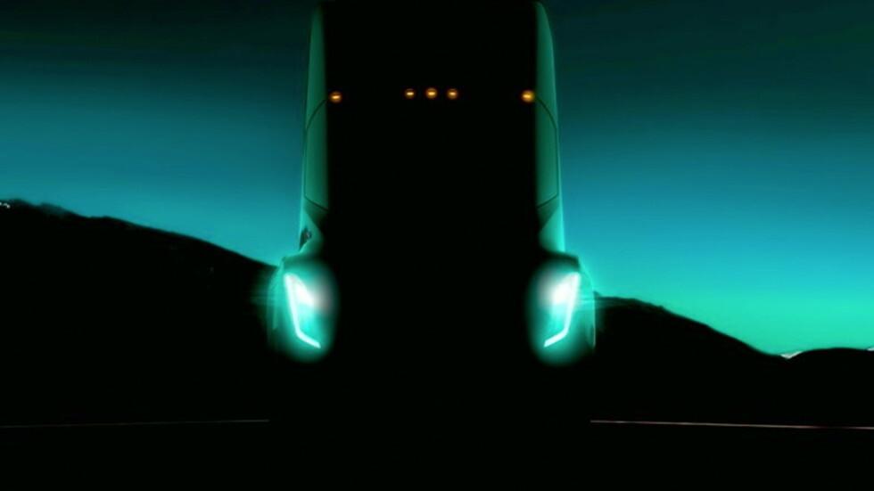 Маск пообещал показать беспилотный грузовик Tesla 26 октября