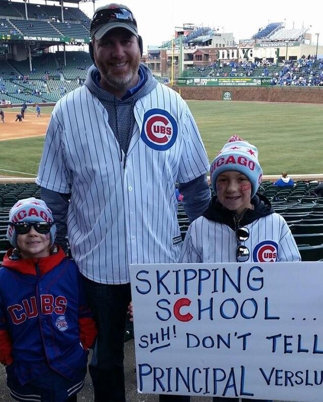 «Не говорите Верслуису»: школьники пошли на бейсбол вместо уроков. И столкнулись там с директором