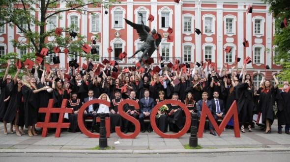 Закончить магистратуру в бизнес школе в России Почему бы и нет Выпуск магистратуры ВШМ СПбГУ 2017 год