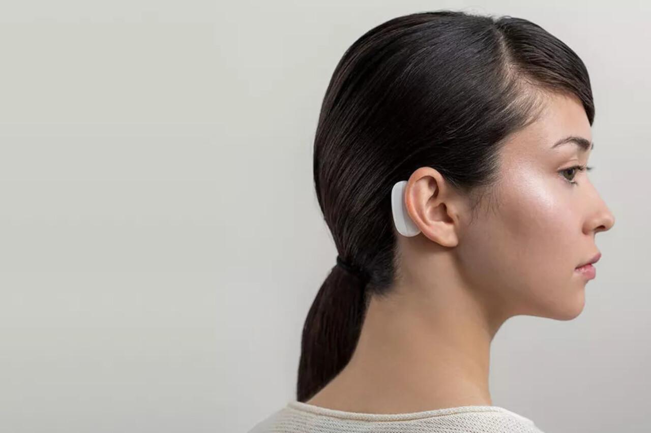 Стартап Илона Маска Neuralink представил «нити»-импланты для считывания информации из мозга и робота для их вживления