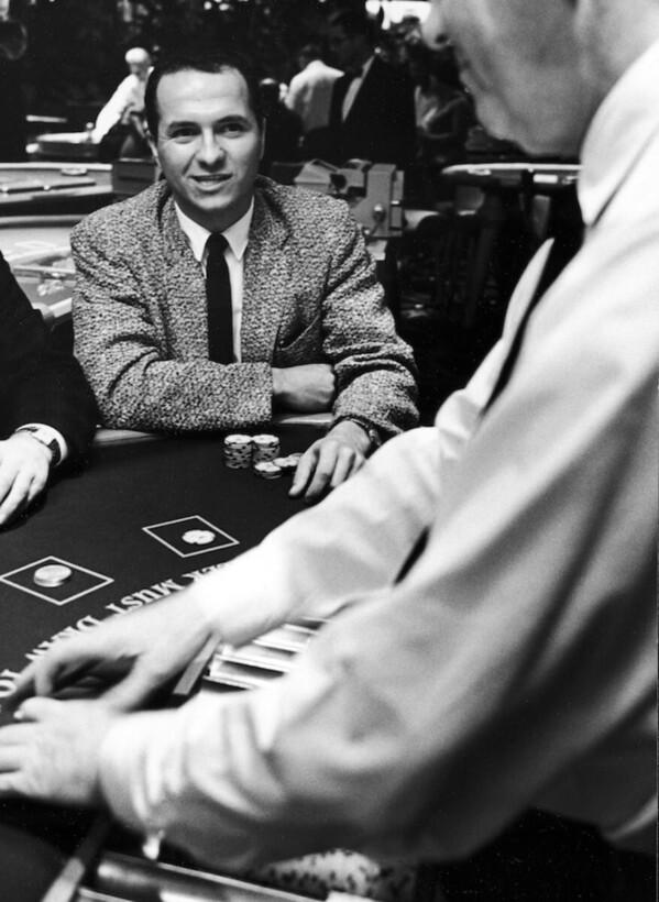 Математик Эдвард Торп обыграл казино и заработал $800 млн на Уолл-стрит 7