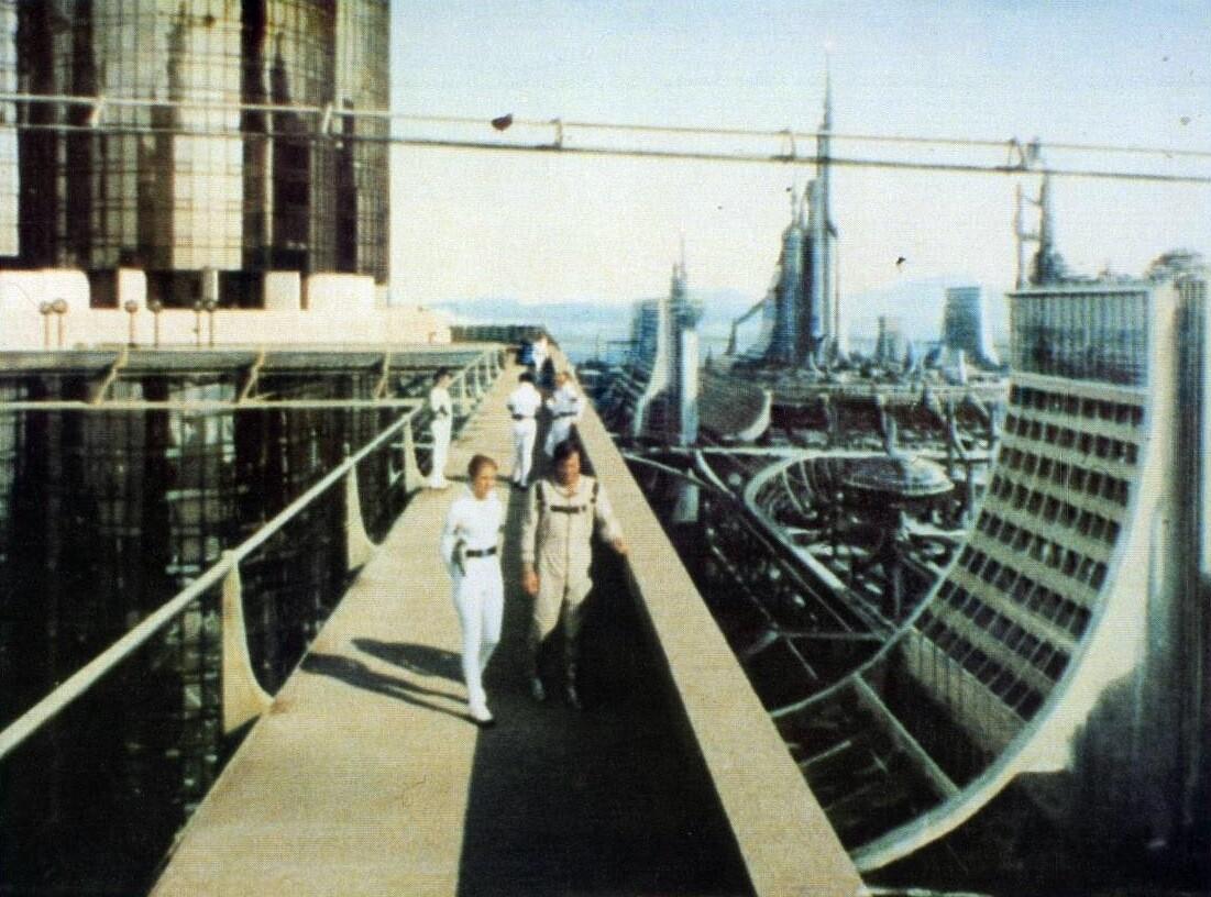 «Звёздный путь», «Я, робот» и ещё восемь культовых фильмов об утопическом будущем