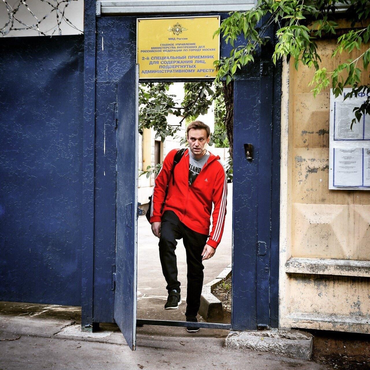 Навальный вышел после 30 суток ареста
