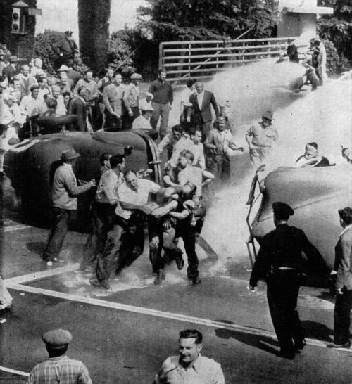 5 октября 1945 года — «голливудская черная пятница». Массовые беспорядки у входа на студию WB