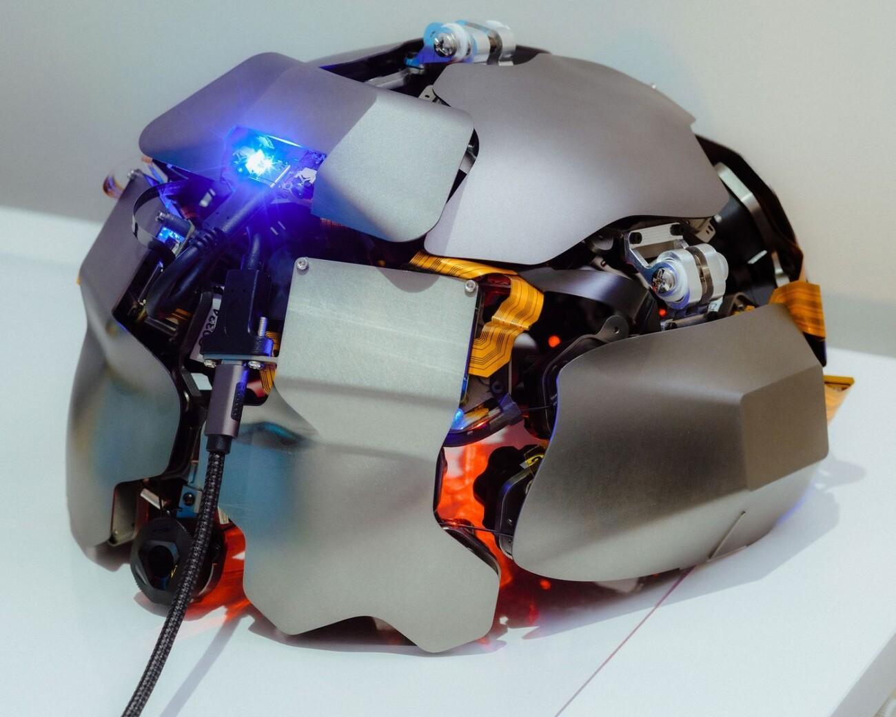 Калифорнийский стартап Kernel начал продавать в США шлемы для «чтения мыслей» за $50 тысяч