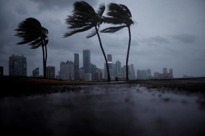 Как ураганы получают свои имена (3 фото)