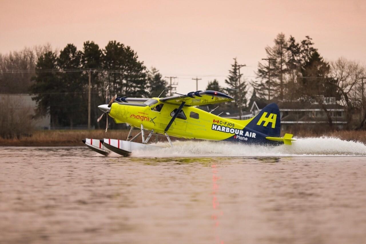 Канадская авиакомпания Harbor Air и стартап magniX совершили первый в мире частный рейс на электрическом гидросамолёте