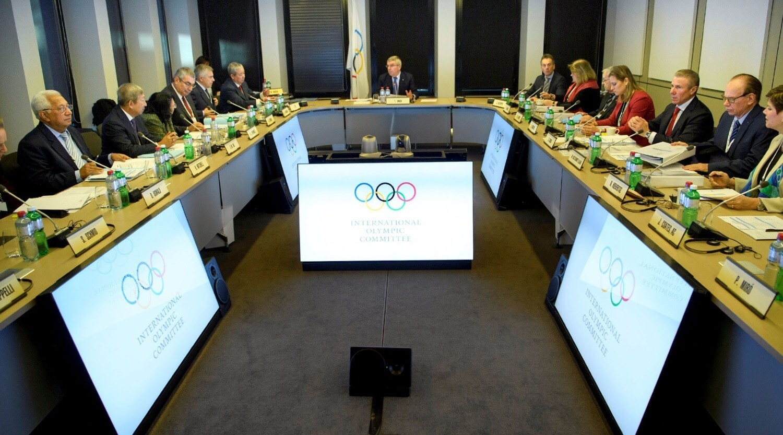 МОК принял решение допустить российских спортсменов на Олимпиаду под нейтральным флагом