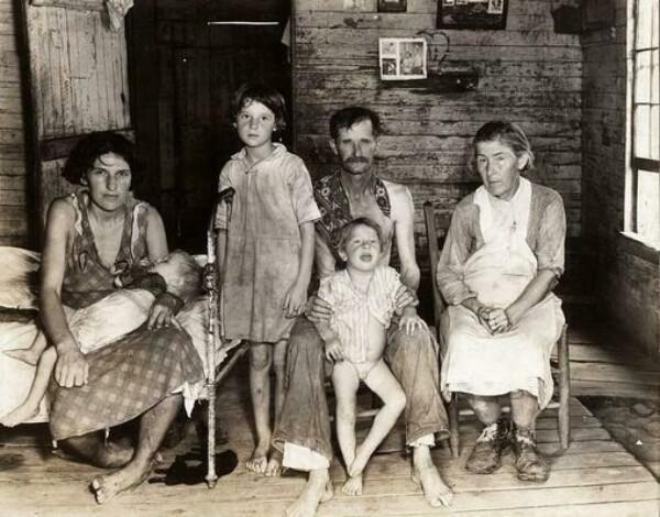 Бад Филдс с семьёй (1935-1936)  фот. Уокер Эванс, сотрудник Федерального проекта фотографов, которые сохранили настоящее лицо кризиса