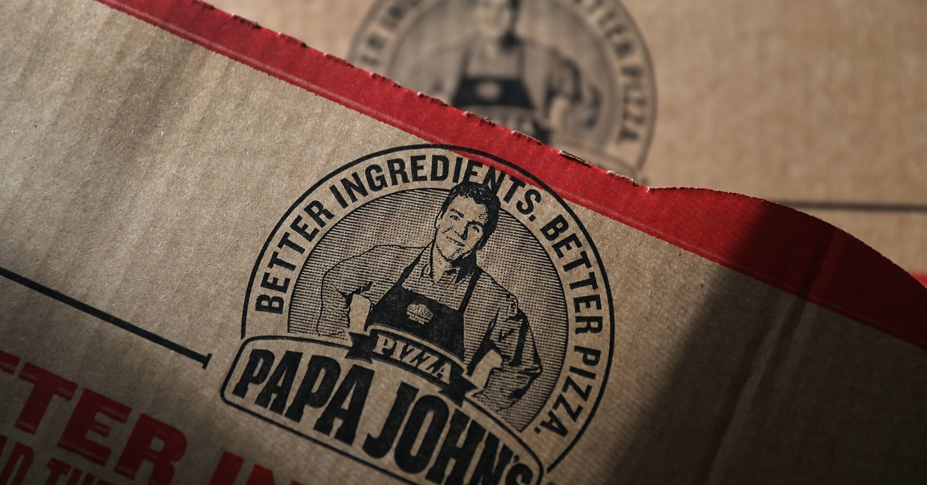 Из рекламы Papa John's стали убирать фото обвинённого в расизме основателя