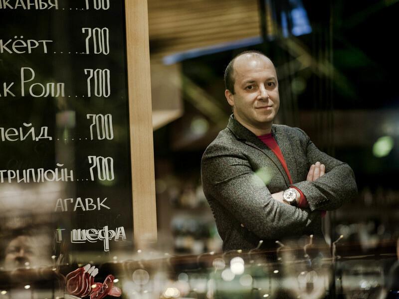 Владелец московских ресторанов Мясо&Рыба обвинил полицейских в требовании подарить им скидочные карты