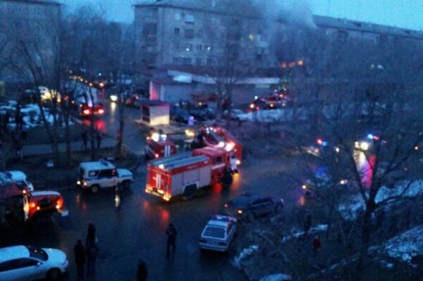 Взрыв в жилом доме в Магнитогорске: погибли женщина и 14-летний подросток, эвакуировали более 30 человек — последние новости с места события