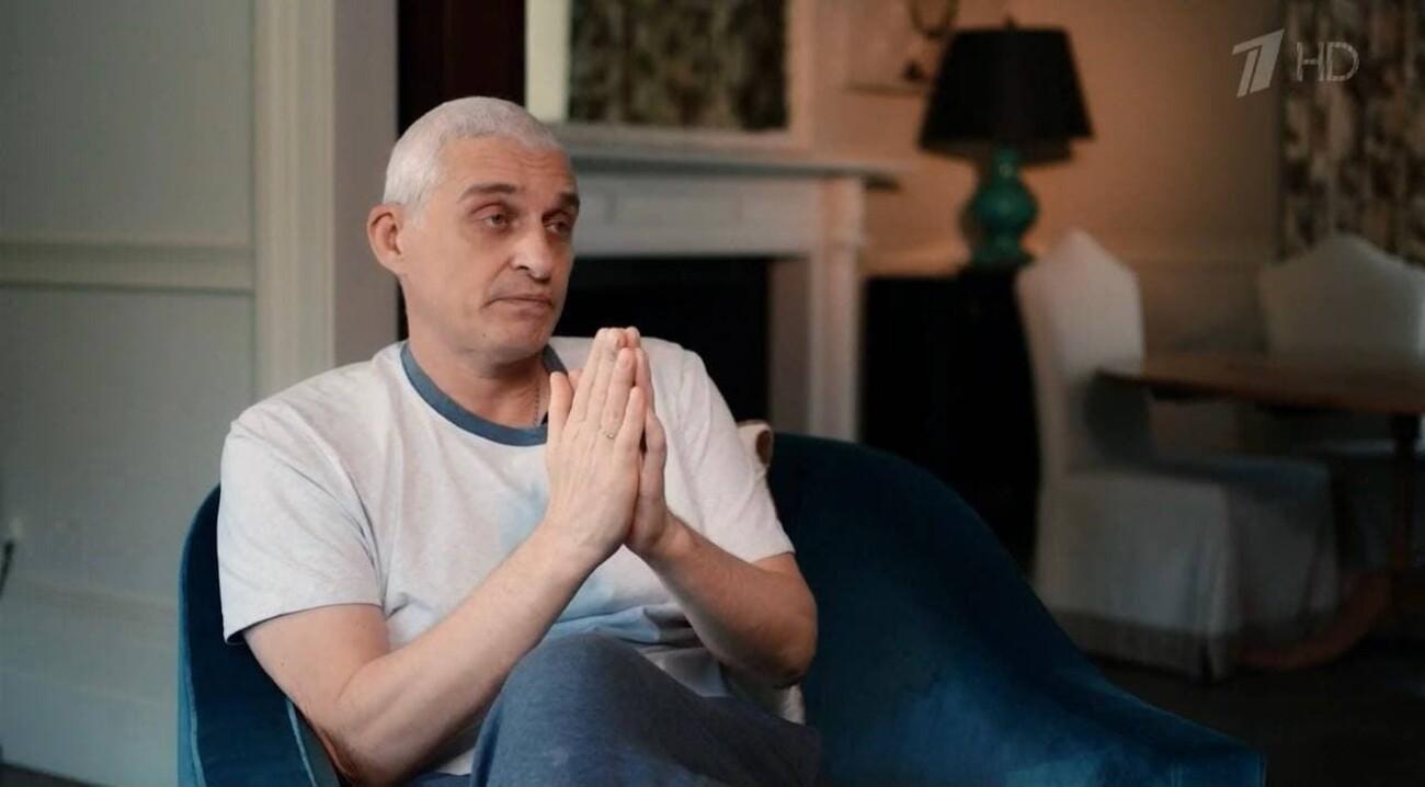 «Первые два месяца вообще только и плакал»: главное из фильма «Русфонда» о болезни Олега Тинькова