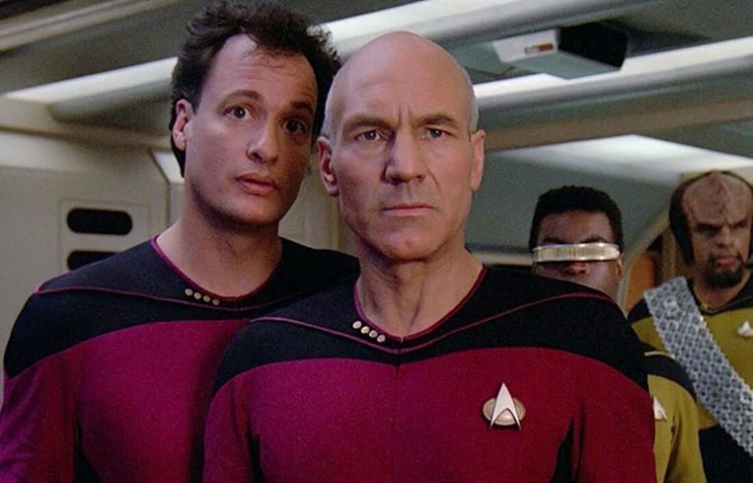 Именно Q в попытке доказать капитану Пикару, что его экипаж не сможет справиться с любой угрозой, познакомил Федерацию с коллективом Борг