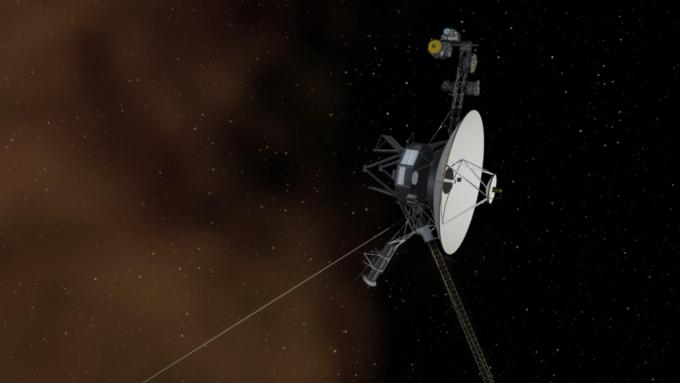 NASA впервые за 37 лет запустило резервные двигатели «Вояджера-1» (2 фото)