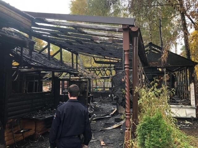 Человек в маске поджёг храм и воскресную школу в Москве. Полиция завела уголовное дело