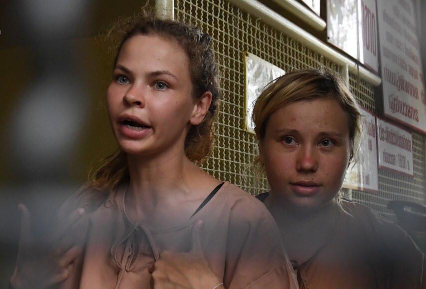 Тайский суд оправдал Настю Рыбку и Алекса Лесли по делу о незаконном предпринимательстве