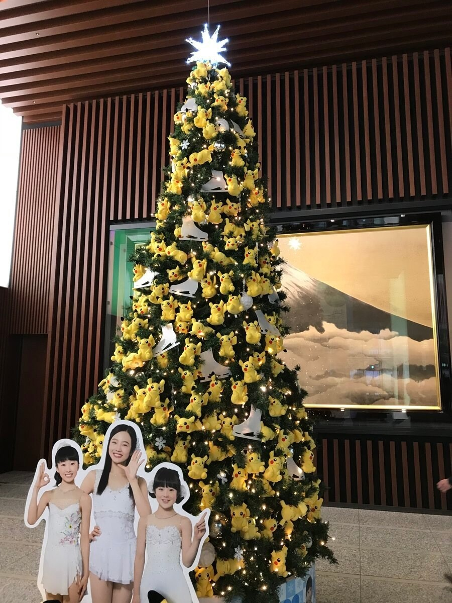 Фото: Новогодняя ель из Пикачу
