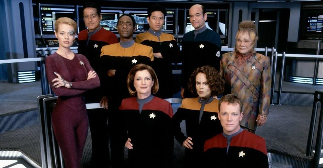 На этом коллективном фото нет окампы Кэс, хотя первые три сезона она важнейший персонаж