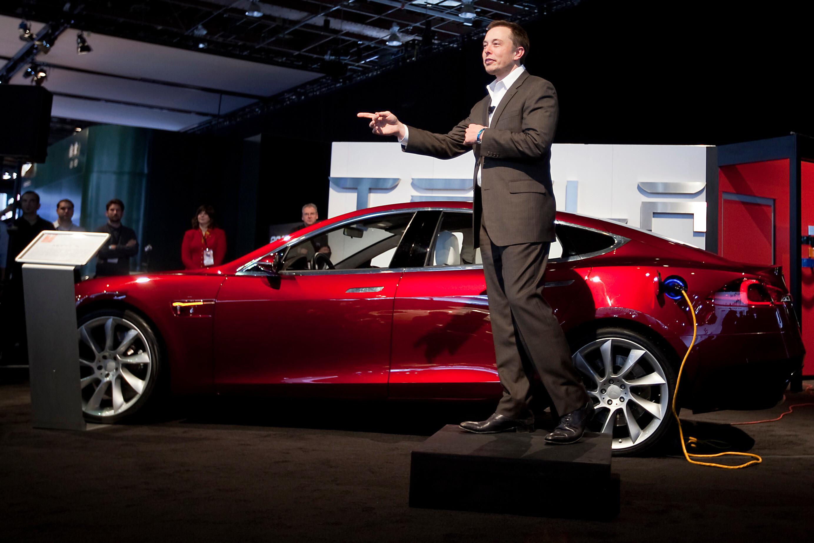Tesla отменила зарплату и гарантированные бонусы Илона Маска