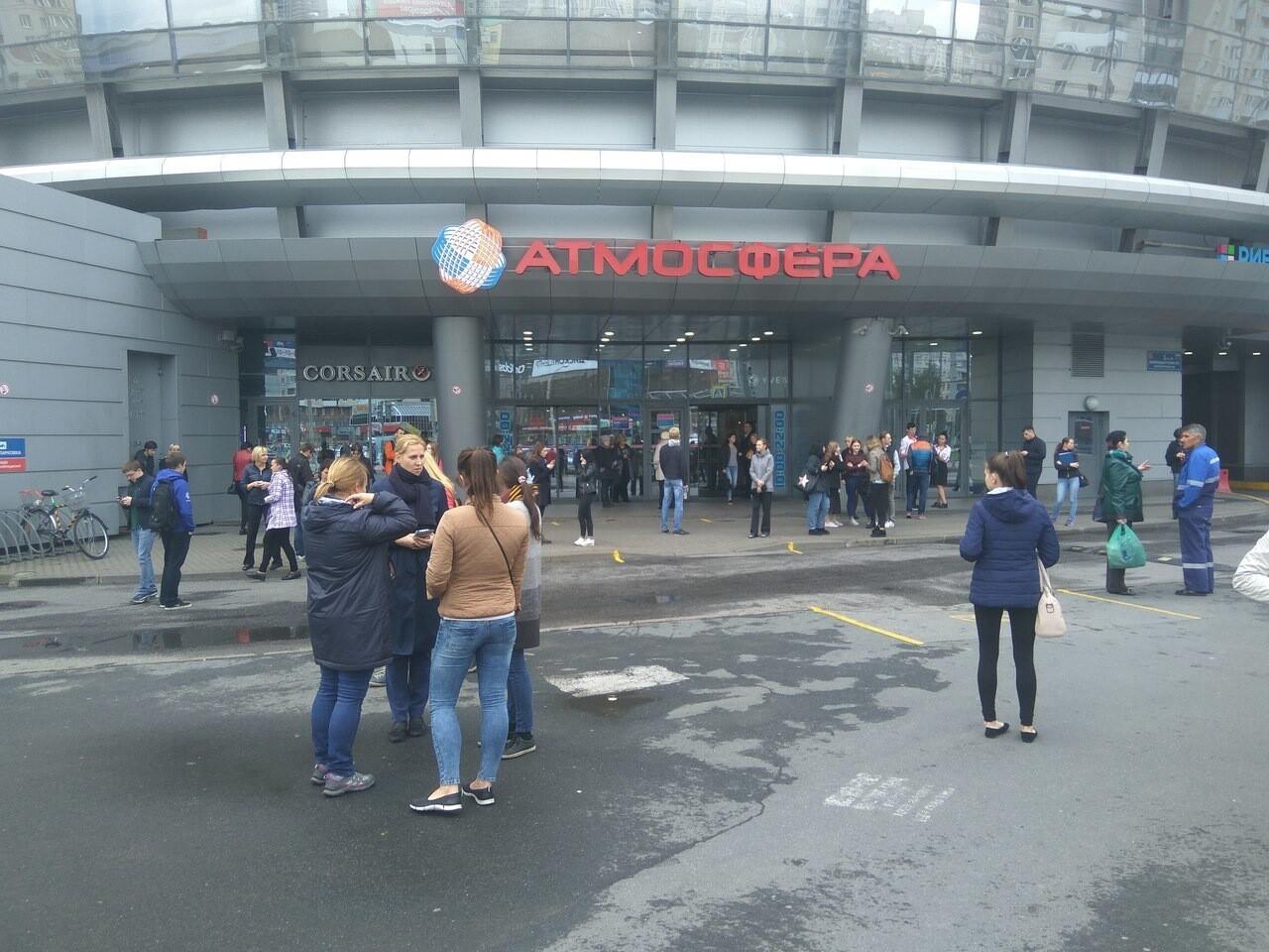 Пятый день эвакуации: в Петербурге эвакуируют крупные торговые центры