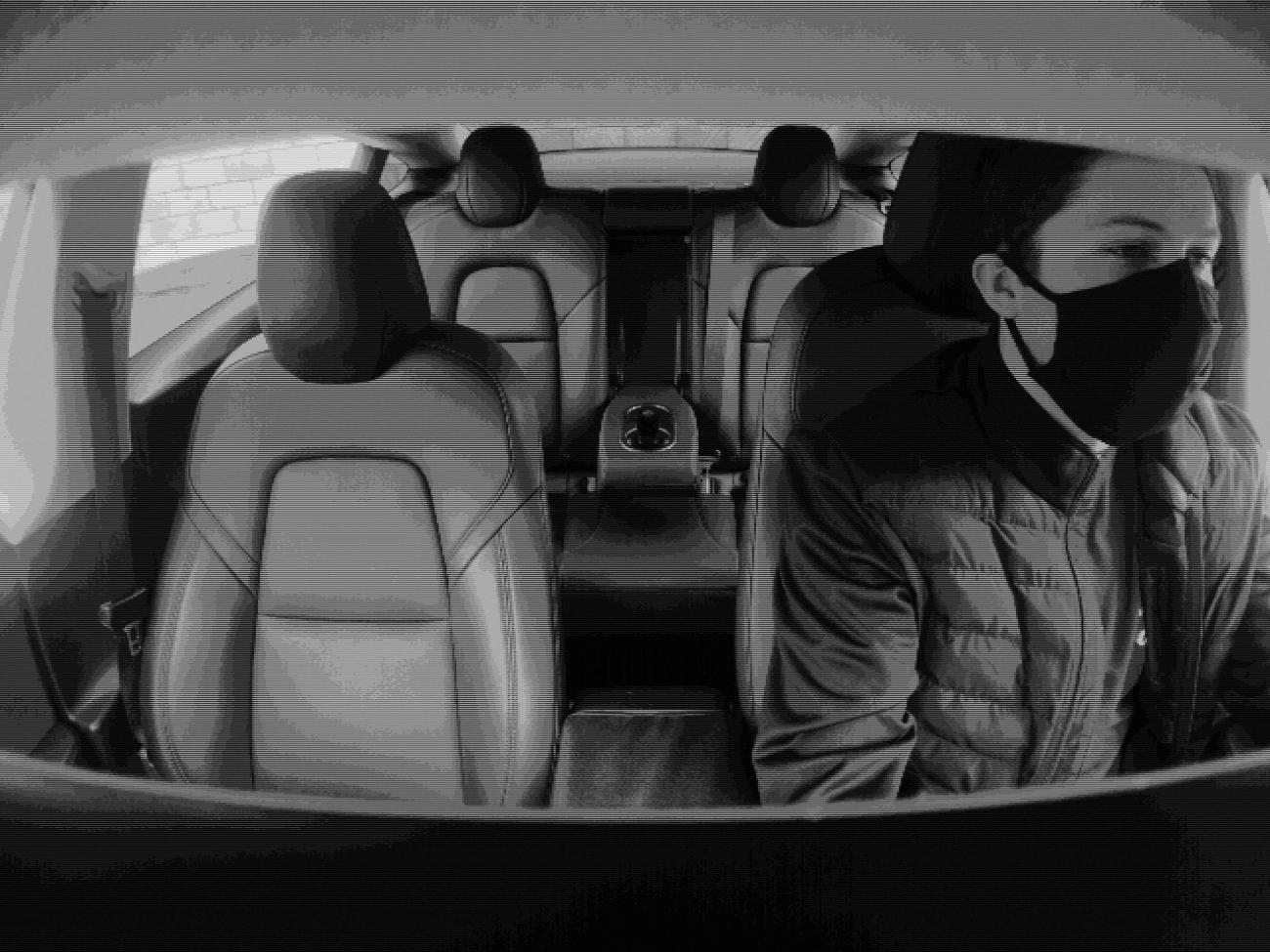 Tesla начала использовать камеры в салонах машин для контроля водителя при работающем автопилоте
